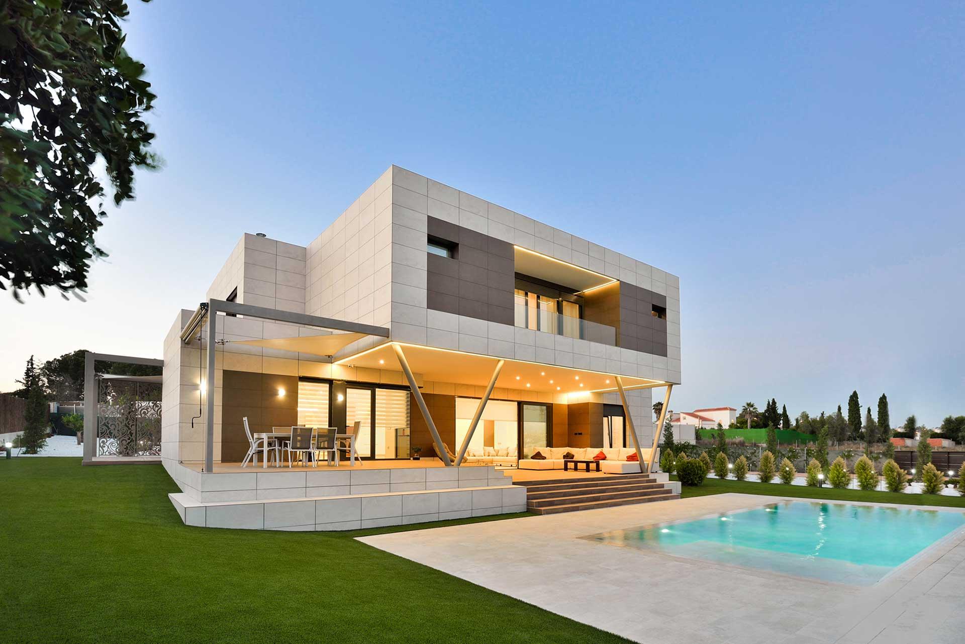 Arquitectura Moderna con Fachadas Modulares